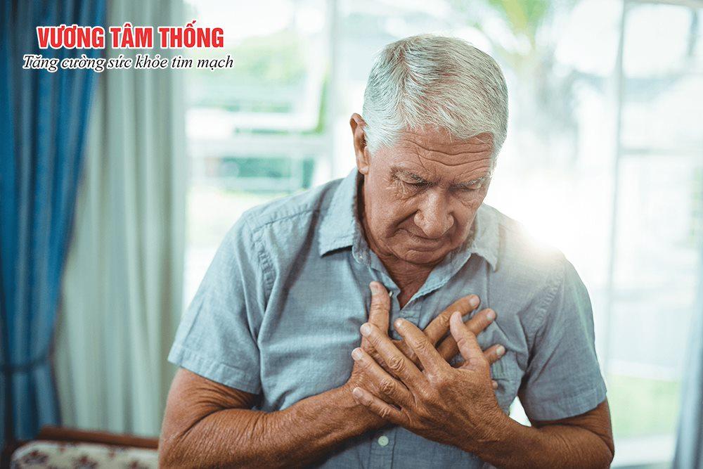 Hở van tim 2 lá 2/4 có thể tiến triển nặng gây đau ngực, mệt mỏi nhiều hơn